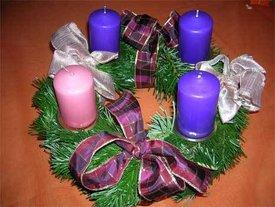 Warum sollten 3 kerzen am adventskranz violett sein